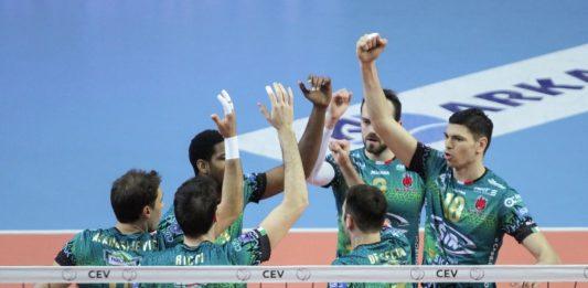 Sir ok in Champions: successo in Turchia. Gli uomini di Bernardi vincono 3-1 in casa dell'Izmir e vedono la qualificazione più vicina