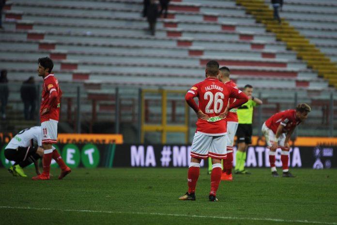 Senza rinforzi è dura la vita del Grifo. Al Palermo è bastato sfruttare le solite carenze del Perugia per vincere. Sadiq è record per i fischi dopo tre gare, Nesta non esente da colpe