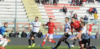 La sconfitta del mercato di gennaio. Il Palermo affossa il Grifo con una doppietta di Puscas, a nulla serve il gol di Melchiorri. E la squadra evidenzia le solite carenze