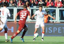 Il Grifo si salva di rigore a Trapani (2-2). Un penalty di Iemmello e uno di Falcinelli ovviano alle reti di Luperini e Pettinari. Nel finale espulso Gyomber