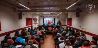 Grifo School Days: Cosmi e Di Chiara accolgono gli alunni di Colle Umberto. Primo appuntamento della seconda edizione dell'evento volto alla sensibilizzazione verso un tifo sano e sportivo