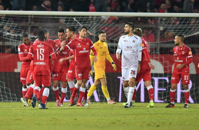 Serse ringrazia Melchiorri: il Grifo stende il Livorno di misura. Un gol del cigno di Treia risolve il monday night del Curi