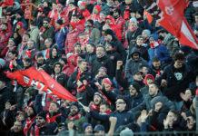 I tifosi tornano a farsi sentire. All'indomani della sconfitta di Pescara compaiono degli striscioni in città