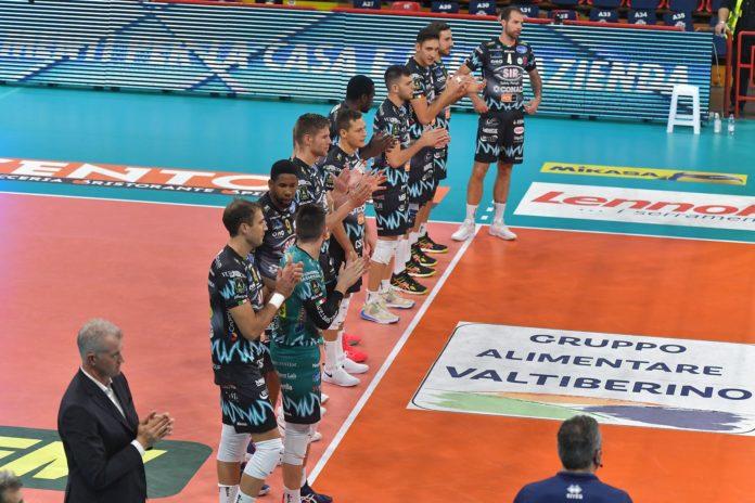 Il Covid ferma la Sir: Milano-Perugia rinviata. Con la positività di più di tre atleti scatta lo stop per i Block Devils