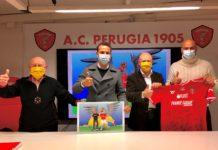 """Il motto del Grifo è """"Avanti Tutta"""". Si rafforza la sinergia tra il Perugia Calcio e l'onlus di Leonardo Cenci. A partire da domenica biancorossi in campo con il logo dell'associazione"""