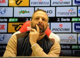 """Grifo: del """"grande"""" mercato estivo non c'è traccia, Santopadre prenda decisioni importanti. Il Perugia si ritrova come nel post Carpi di 6 anni fa, cambia solo la categoria. Ora acquisti veri e rapidi per tentare una difficile rimonta"""